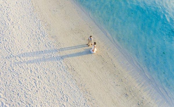 Foto PreWedding Unik Menggunakan Drone Di Pantai